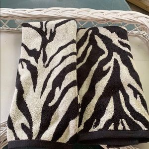 NWOT Two Perry Hand Towels
